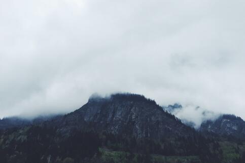 隔行如隔山,但FRM证书可以帮你爬上更高的山